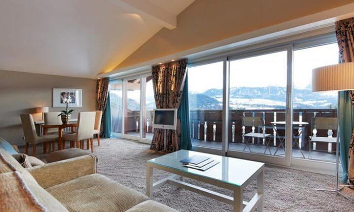Edle Suite mit Balkon und Ausblick auf die Alpen