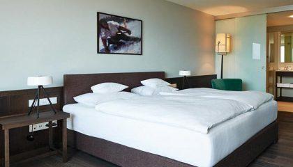 Bett im Doppelzimmer Alpin zur Südseite