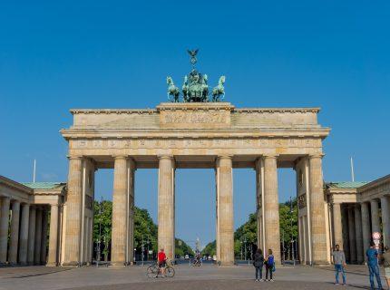 Brandenburger Tor an einem sonnigen Tag