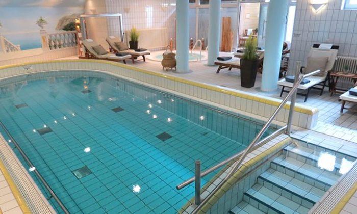 Schwimmbad im Residenzhotel