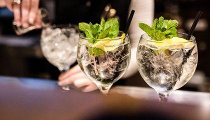 Frische Cocktails mit Eis