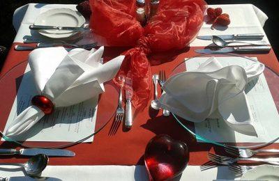 Fein gedeckter Tisch in der Nahaufnahme