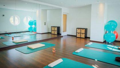 Raum für Meditation und Yoga und Fitness