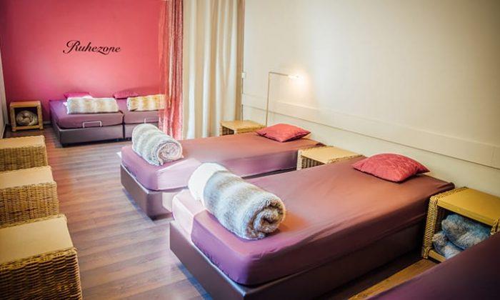 Gemütliche Betten im Ruheraum