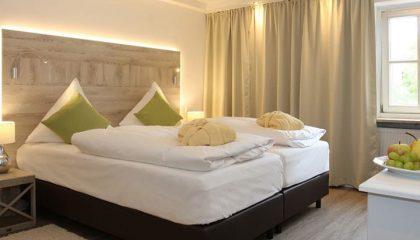 Bett im Zimmer Balance