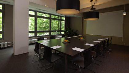Für Tagungen vorbereitet Raum
