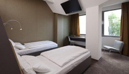 Zwei Betten im Zweibettzimmer