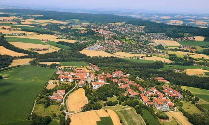 Luftaufnahme vom Kurort Bad Griesbach und seinen Feldern