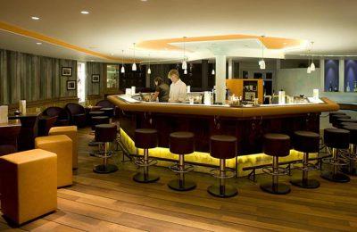Beleuchtete Bar