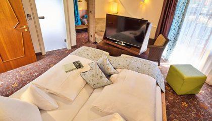 Bett im Komfortdoppelzimmer