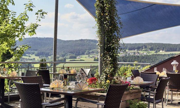 Terrasse mit Ausblick auf den Bayerwald