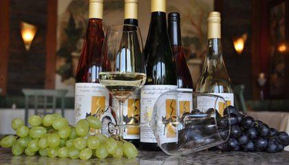 Drei Weinflaschen