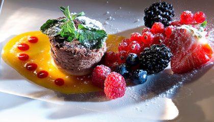 Süßes Dessert mit Himbeeren