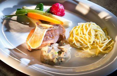 Detailverliebtes Gericht aus der Küche