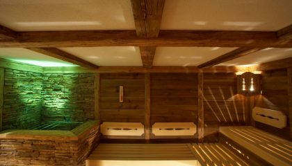 Grün beleuchtete Sauna