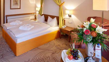 Bett im Doppelzimmer Kategorie III