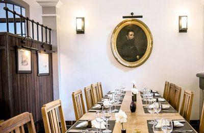 Fein gedeckter Tisch im Restaurant