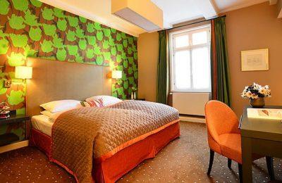 Bett im Zimmer Komfort