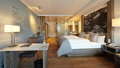 Bett im Zimmer Jugetbach