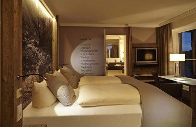 Bett im Zimmer Schwarzenbach