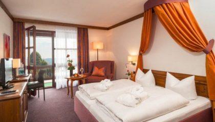 Bett im Doppelzimmer Kategorie I