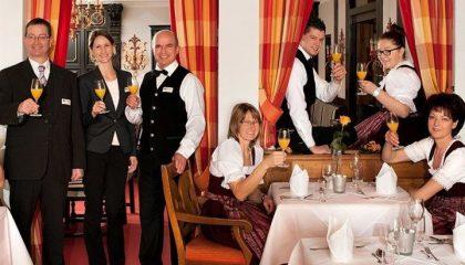 Team rund um die Küche und Servierung vom Hotel Fürstenhof