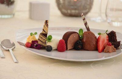 Süße Nachspeise mit Schokolade