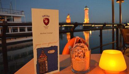 Harbour Lounge bei Nacht im Kerzenschein