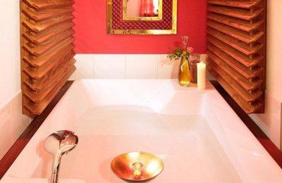 Badewanne in der Oriental Romantiksuite