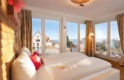 Bett im Zimmer Swiss Mountain