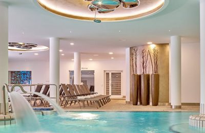 Therme mit Indoor Pool