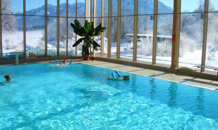 Schwimmbad im Winter im Hotel Sommer