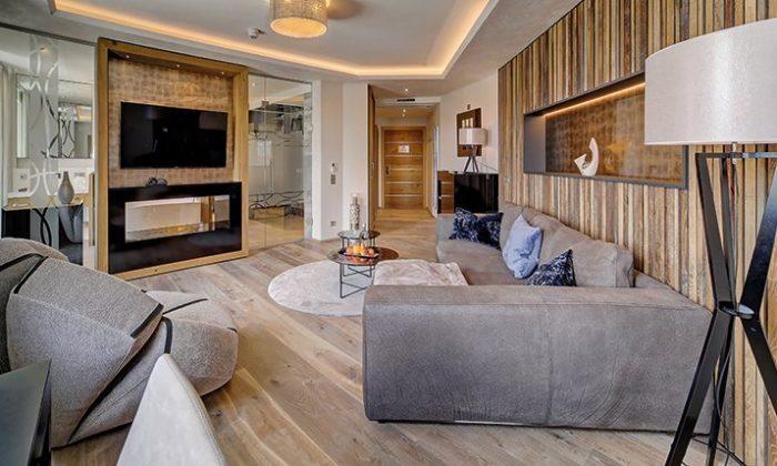 Stilvoll eingerichtet Suite mit viel Holz