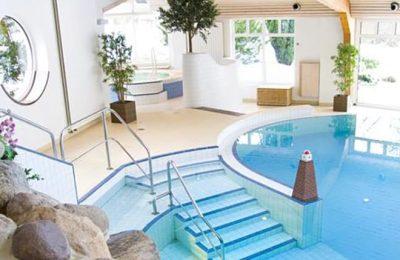 Überblick über den Indoor Pool