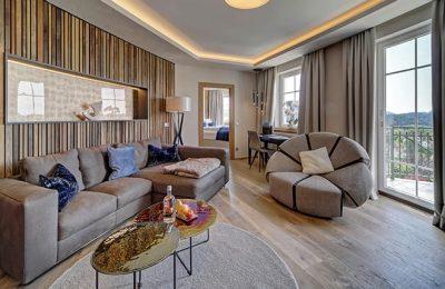 Wohnbereich der neuen Honeymoon Suite