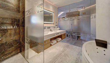 Badezimmer mit Glas in der Relaxssuite