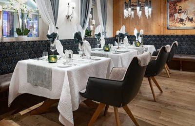 Fein gedeckte Tische im Restaurant Sissy