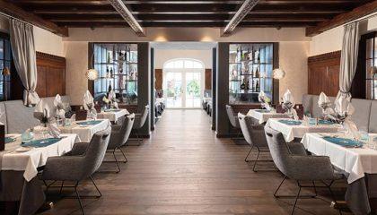 Restaurant Turmstube mit gedeckten Tischen