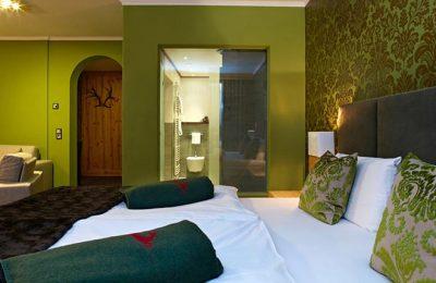 Bett in der Suite Ludwige Lodge