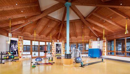 Moderne Fitnessgeräte im Fitnesscenter