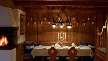 Fein gedeckte Tisch in bayerischer Atmosphäre