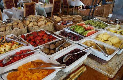 Frühstücksbuffet mit großer Auswahl
