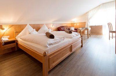 Bett im Mansarden Doppelzimmer
