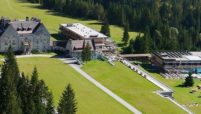 Luftaufnahme vom gesamten Hotelgelände vom Das Kranzbach