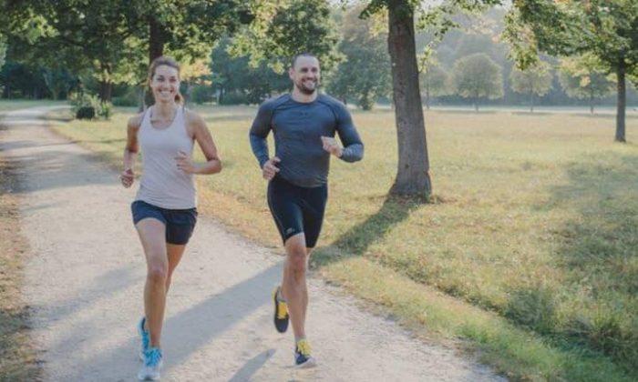 Paar joggt gemeinsam
