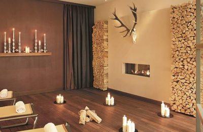 Zahlreiche Kerzen im Ruheraum