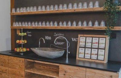 Getränke und Obst an der Spa Bar