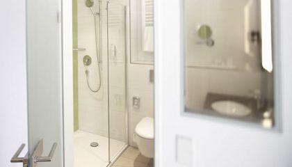 Weisses Badezimmer im Superior Doppelzimmer