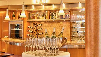 Hell erleuchtete Bar