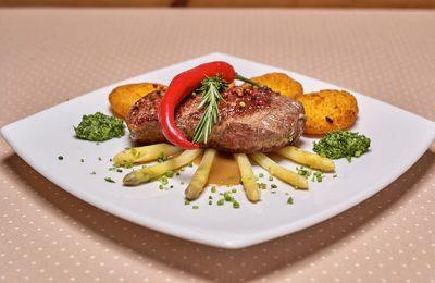 Fleischgericht aus der Küche